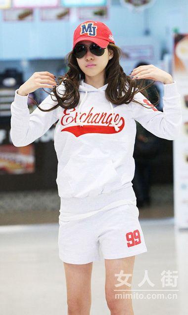 韩国九头身美模 四月街拍秀