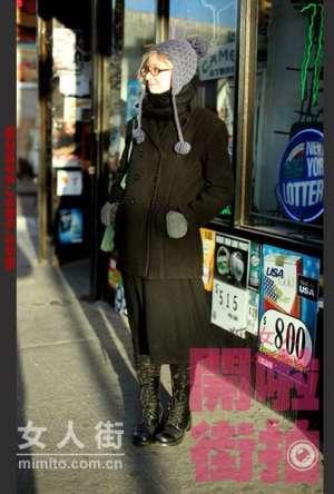 黑色大衣酷帅迷人 低调也能潮屋顶秧田工装
